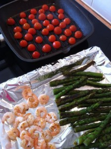 garnalen, asperges en tomaten grillen